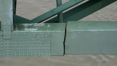Cracked Memphis Bridge Indefinitely Closed, Disrupting Supply Chain