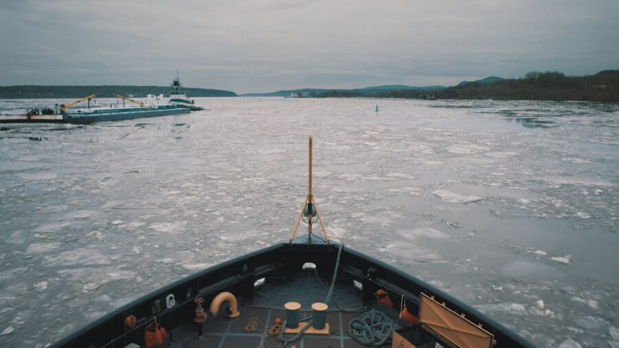 Take a Slow Film up the Hudson River on Thanksgiving