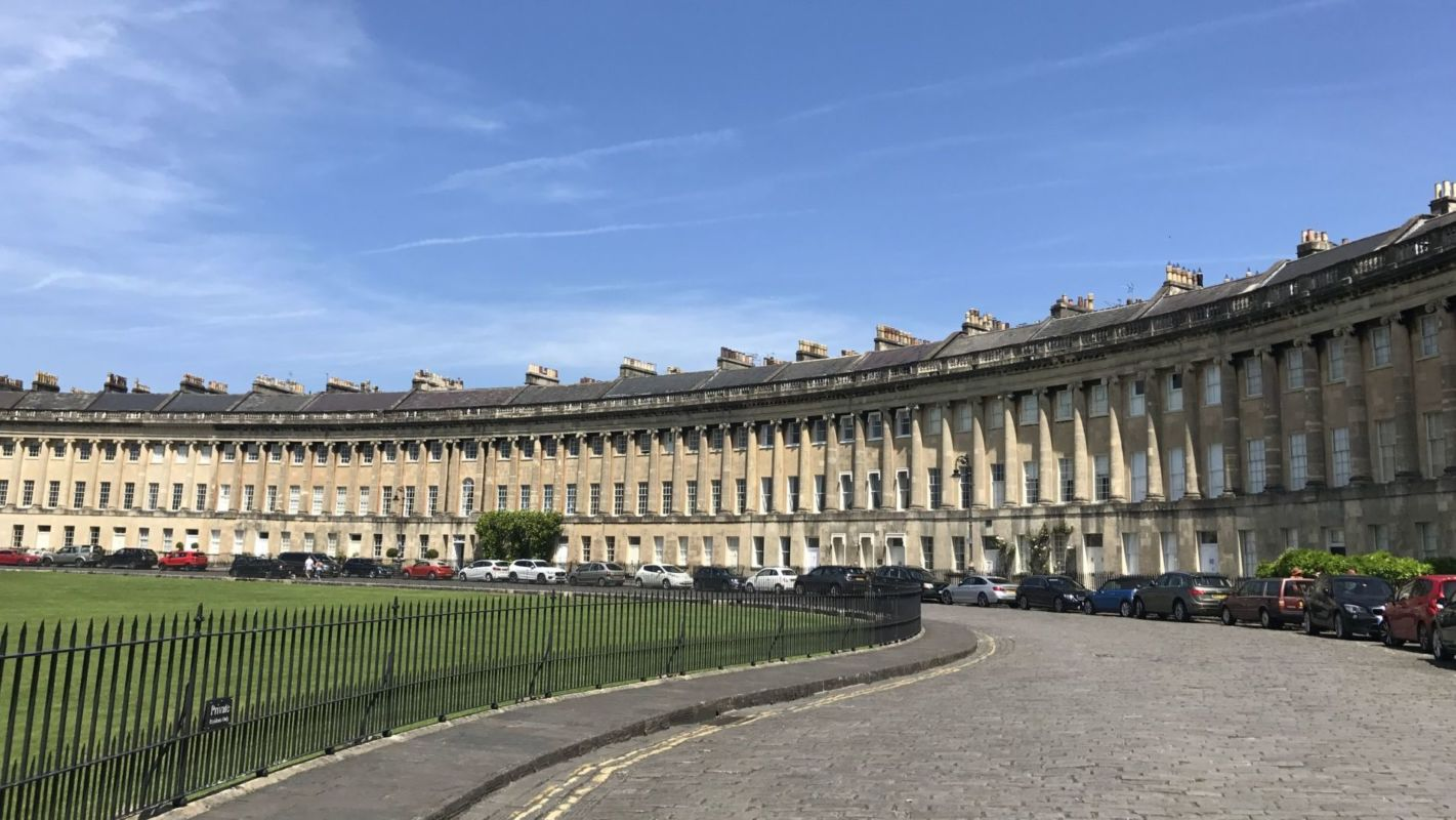 The Royal Crescent featuring Georgian architecture in Bath.